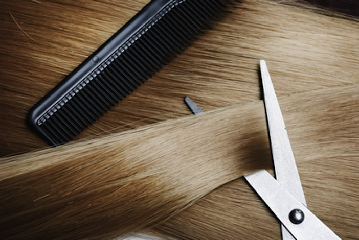 Der Haarausfall beim Mädchen 7 Jahre des Grundes