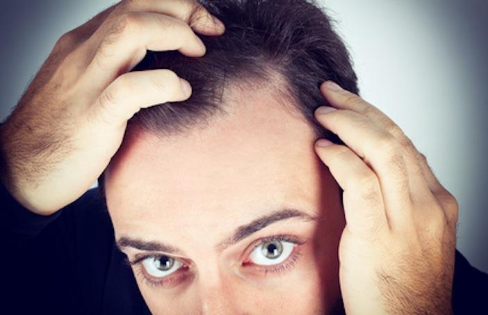 Die weichen Nägel prolabieren das Haar eben